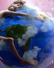 Humano abraza la tierra