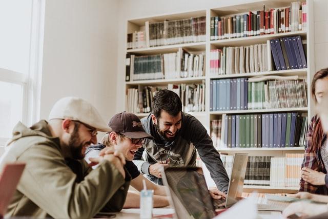 Descubre la rlación de los Millennials y finanzas